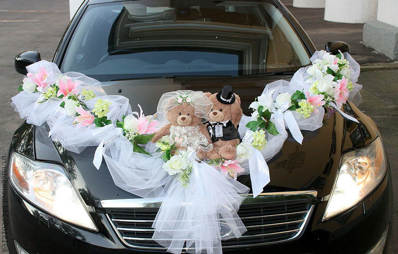 How to decorate the car with ribbons for a wedding with your own hands?