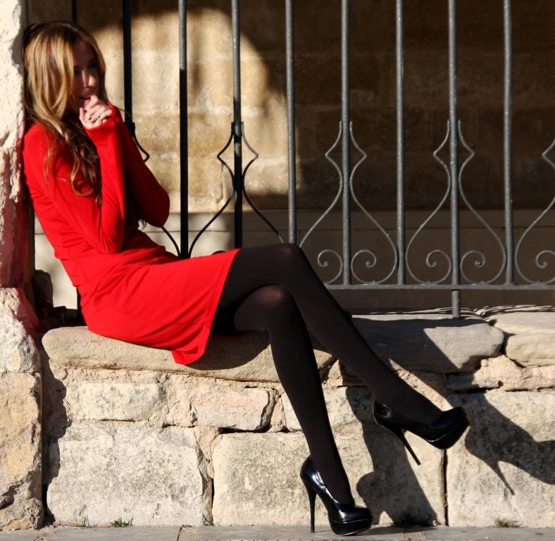 Русское трах в красных чулках на улице волосатую жопу