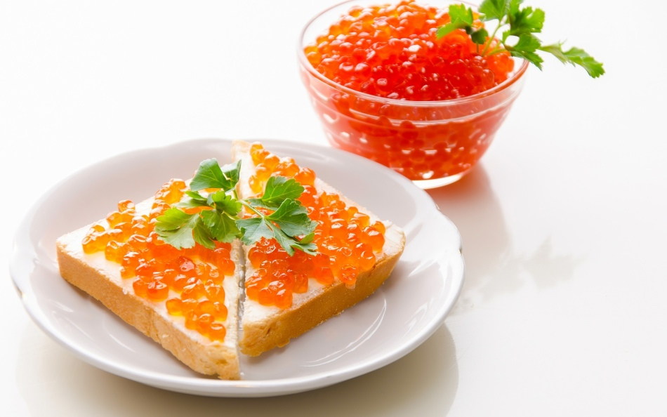 What red caviar is better: big or small?