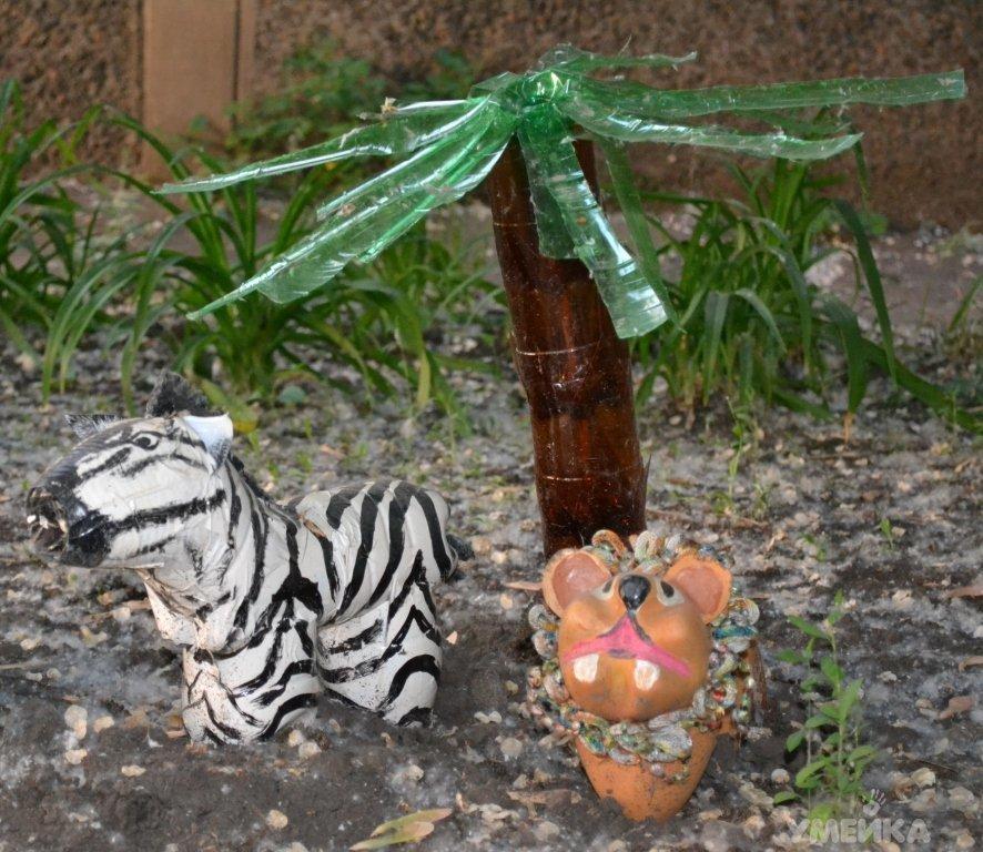 Маленькая пальмочка из пластиковых бутылок