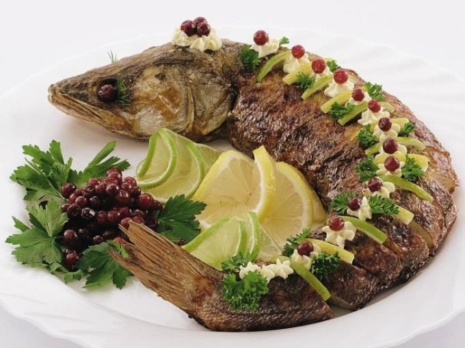 Украшение фаршированной рыбы