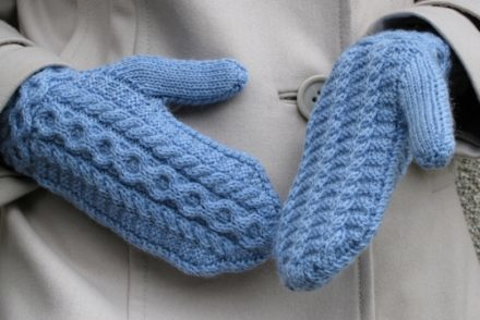 Simple mittens on two spokes with patterns