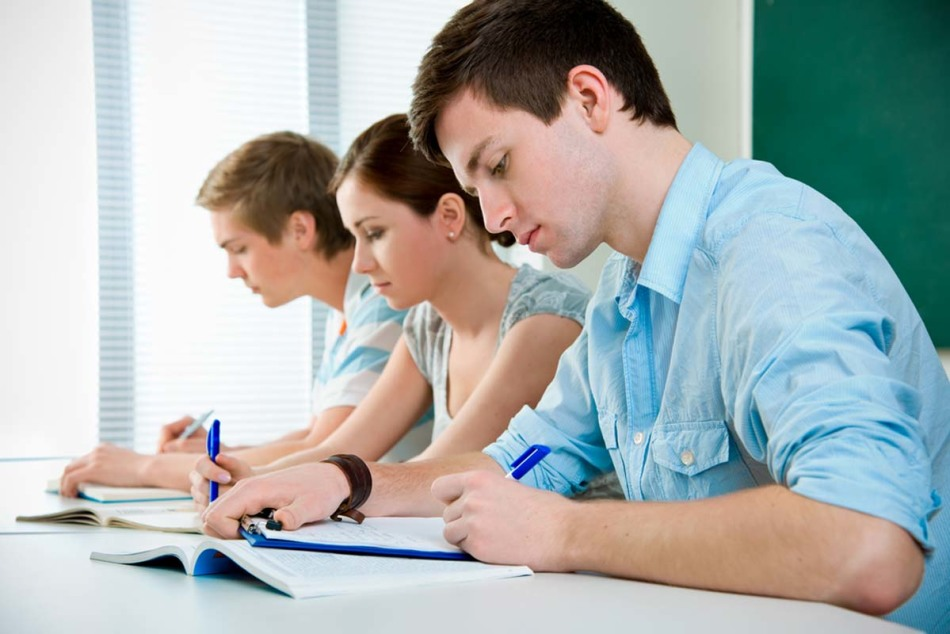 Eğitim lise öğrencileri yetkin bir şekilde yaz