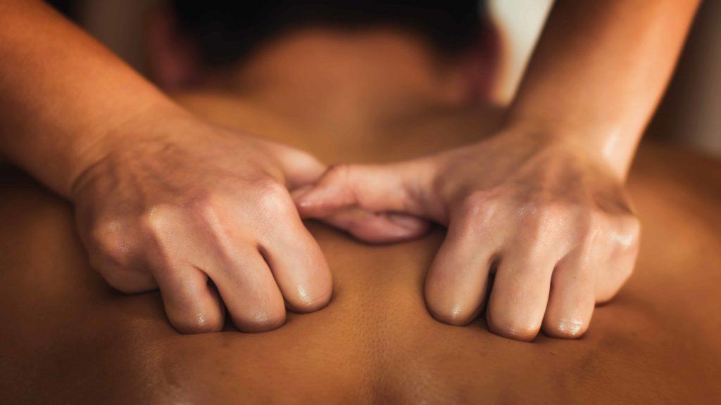 back-sports-massage-therapy-HGPU3AF (1)