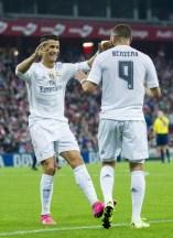 Cris congratulates Benz