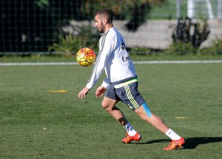 Benz levitates the ball