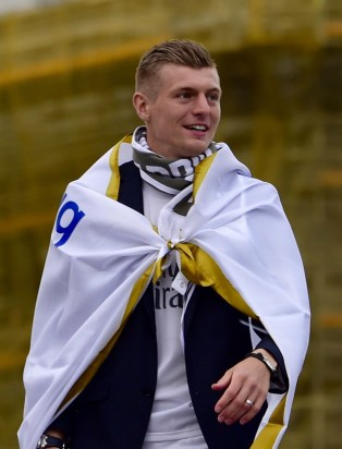 Real Madrid's German midfielder Toni Kroos celebrates the team's win on Plaza Cibeles in Madrid on May 29, 2016 after the UEFA Champions League final foobtall match between Real Madrid CF, Club Atletico de Madrid held in Milan, Italy. / AFP / JAVIER SORIANO (Photo credit should read JAVIER SORIANO/AFP/Getty Images)