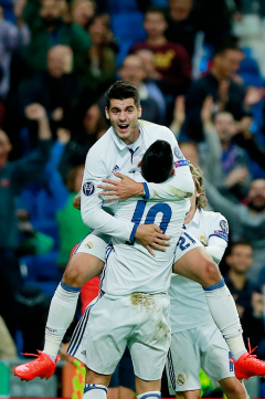 morata-leaps-on-james