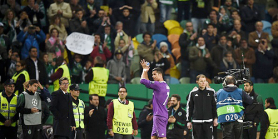 cris-applauds
