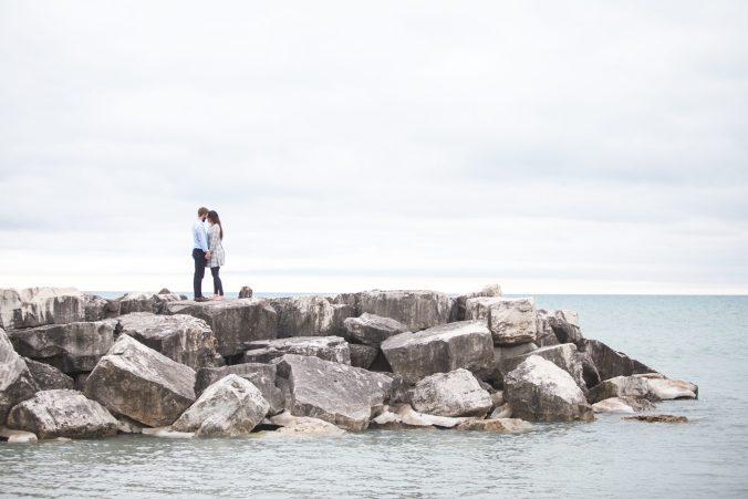 """para na wybrzeżu - świat bez miłości w książce """"Dawca"""""""