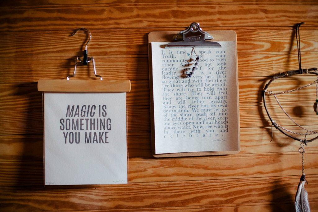 magic is something you make - papierowe kartki