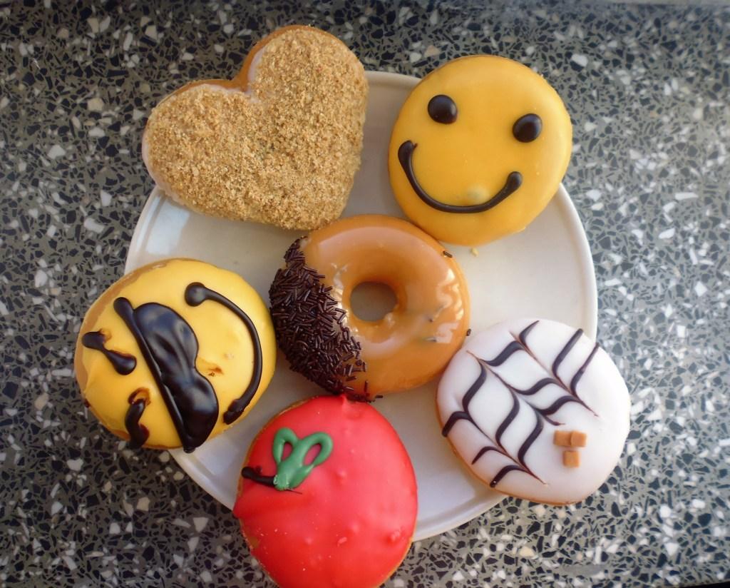 pączki dunkin donuts - mr. happy, mango, krówka