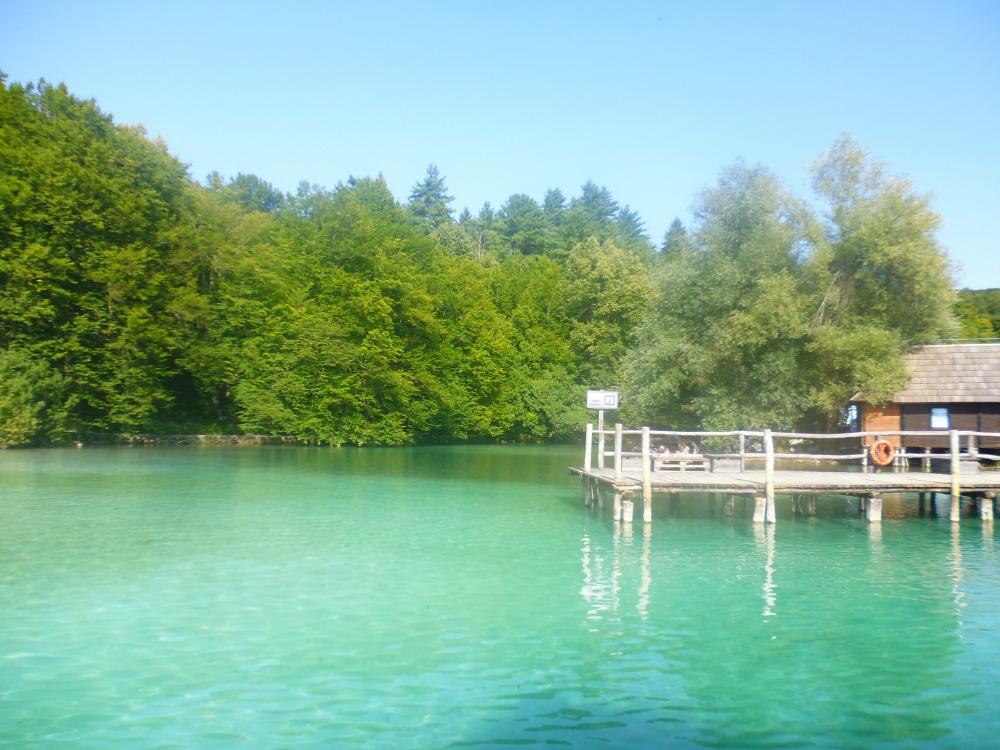 Jeziora Plitwickie w Chorwacji - po drugiej stronie brzegu