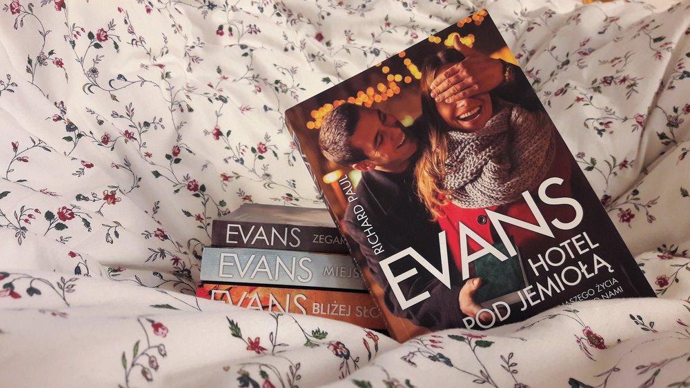 Hotel pod Jemiołą - idealna książka na Święta R.P. Evansa