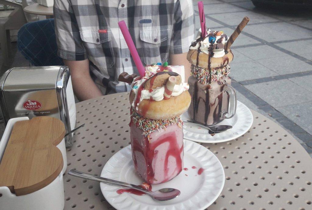 malinowy Monster Shake w słoiku - cafe przy Alei