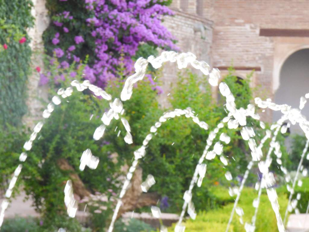 fontanna w Alhambrze w Grenadzie -Hiszpania w zdjęciach