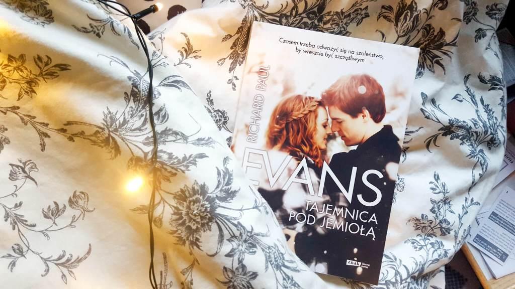 cytat o samotności z nowej książki Evansa tajemnica pod jemiołą - recenzja, nie takie całkiem dorosłe i blackout