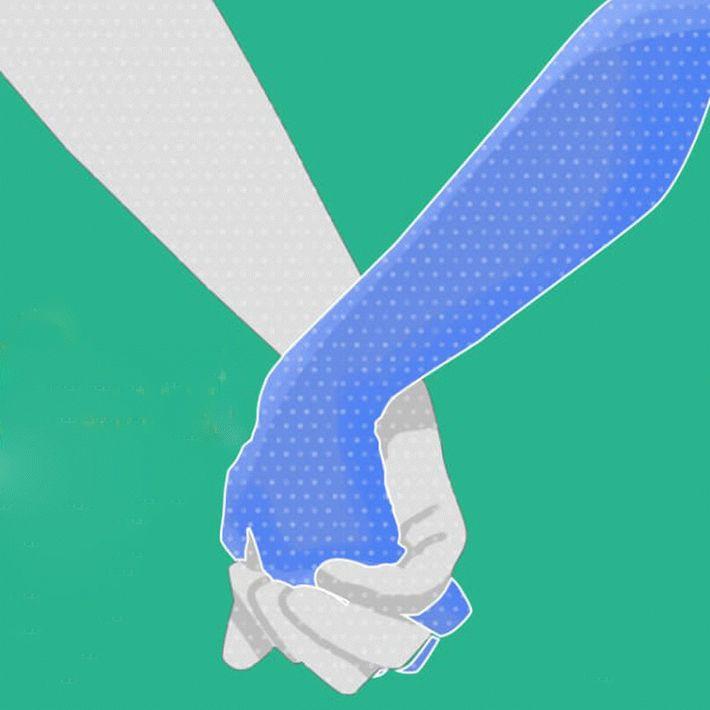 Переплетенные пальцы, когда держатся за руки