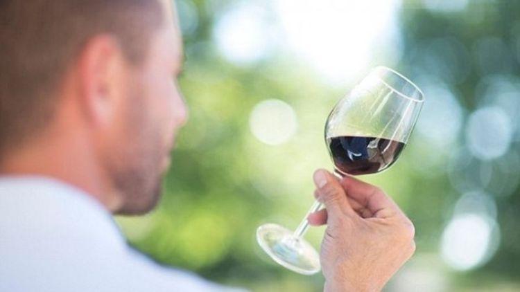 Как приятно и с удовольствием замедлить процесс старения с помощью вина