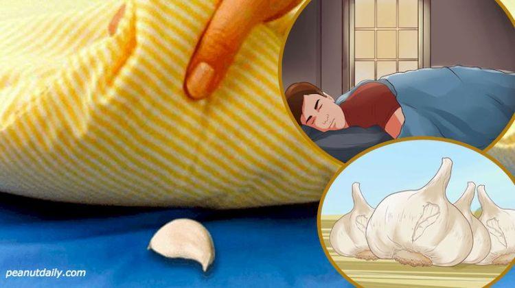 Очень старый метод помочь людям с бессонницей: зубчик чеснока под подушкой на ночь
