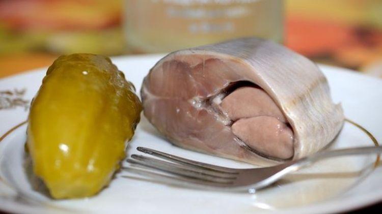 Ученые назвали самые опасные продукты питания: они увеличивают вес, повышают давление и грозят раком
