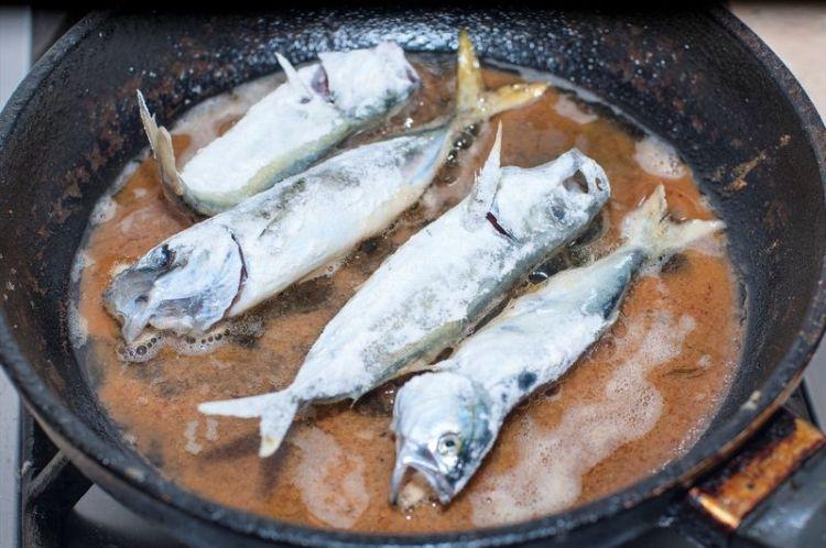 Распространенные ошибки при жарке рыбы и морепродуктов на сковороде
