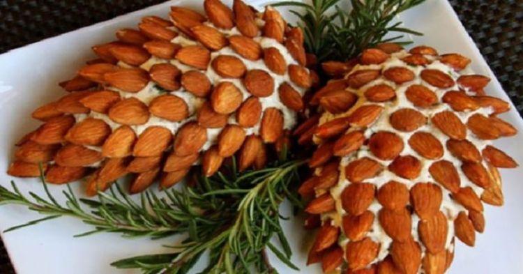 """Новогодний салат """"Шишки"""" создаст особую атмосферу на праздничном столе"""