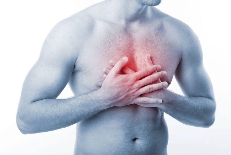 Боли в области груди: когда стоит беспокоиться и как лечить проблему
