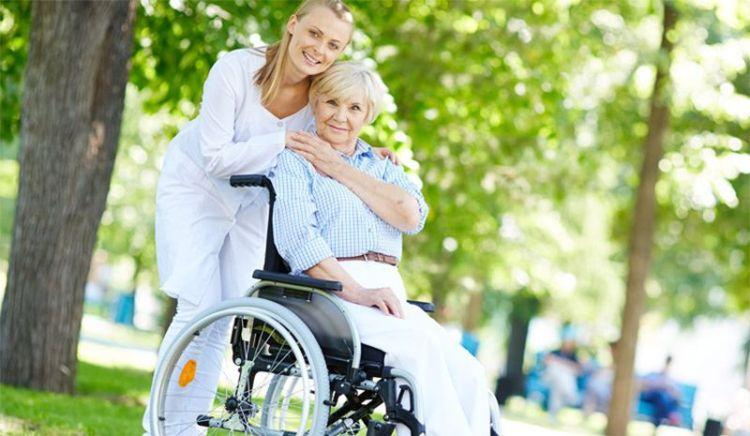 Покупка инвалидных колясок в интернет-магазинах: плюсы, минусы и риски