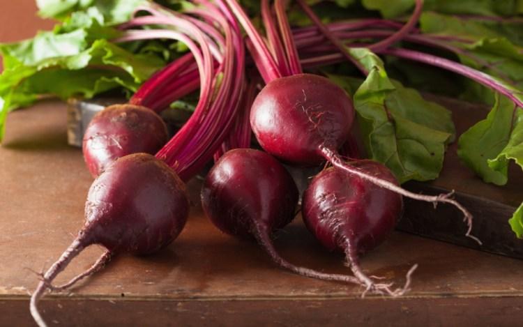 Вместо лекарств всемогущий овощ: как обычная свекла борется с хворью