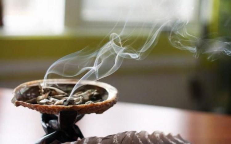 Очистить жилище от негативной энергии помогут проверенные старинные методы