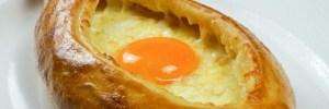 Аджарское хачапури - вкусное блюдо для любителей яичницы