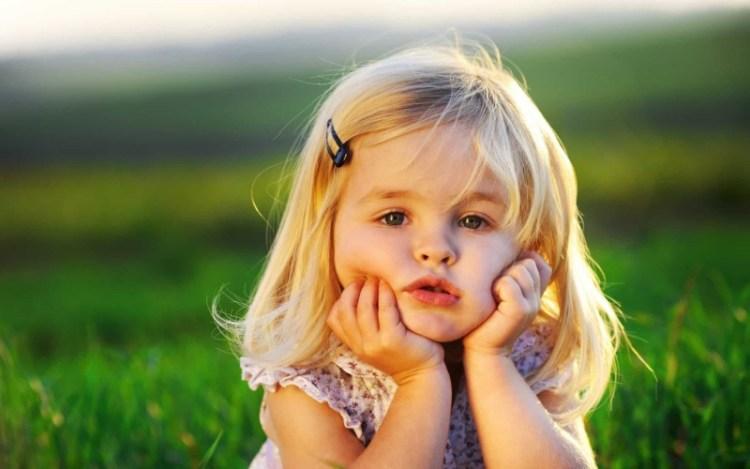 Почему мы должны перестать говорить маленьким девочкам, какие они хорошенькие