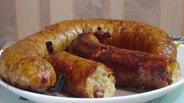 Домашняя колбаса с картошкой в духовке