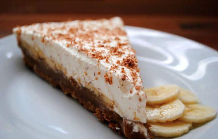 Торт без выпечки из печенья и сгущенки с бананом
