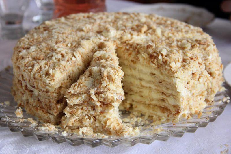 Торт без выпечки из печенья, сгущенки и сметаны
