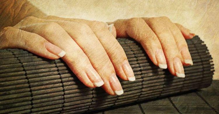 Как быстро отрастить ногти, постукивая их друг о друга и полируя