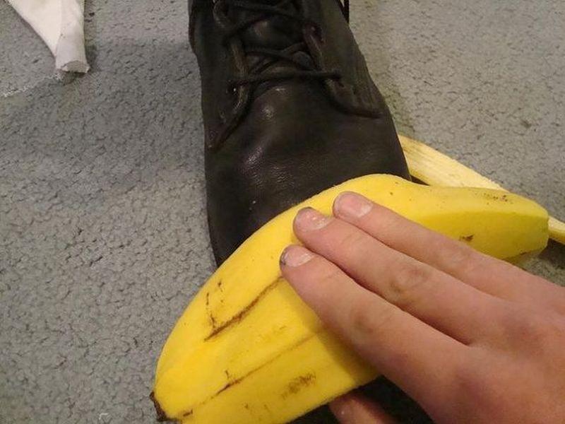 Банановая кожура для полирови обуви