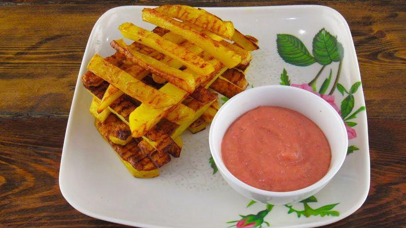 Картошка фри в духовке – закуска из картофеля, которую можно есть и детям. Вредностью славится блюдо из общественных заведений питания. Но домашний картофель фри в духовке безопасен. Ведь закуска из картофеля готовится без масла.