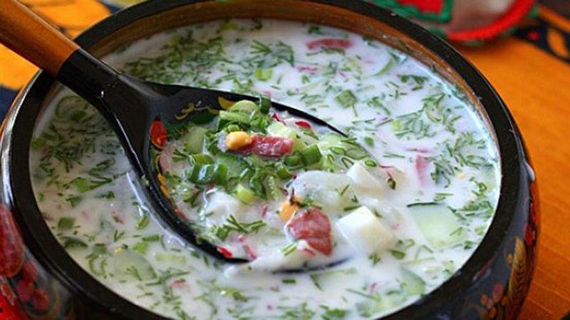 Освежающая окрошка на кефире станет идеальной закуской в жаркую летнюю пору