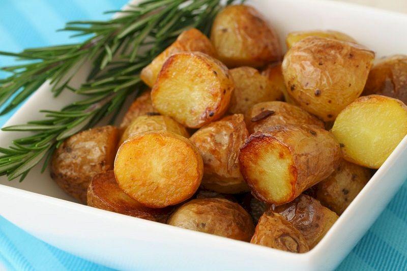 Запеченный молодой картофель в духовке