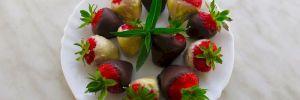 Клубника в шоколаде: изумительный легкий десерт для мечтателей и романтиков
