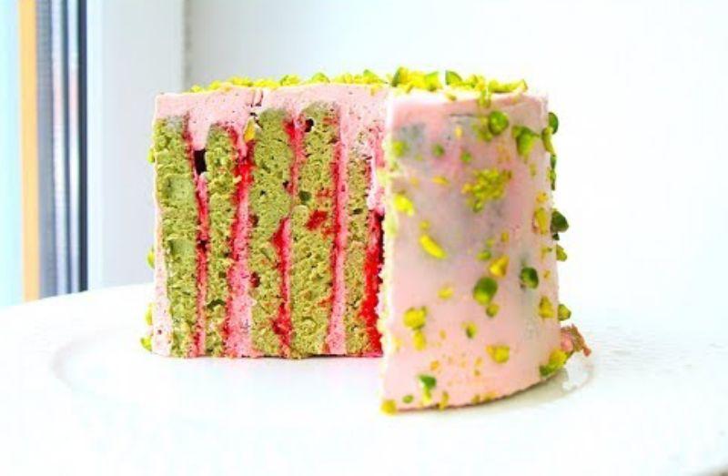 Нежный торт из вертикальных коржей на основе фисташкового бисквита