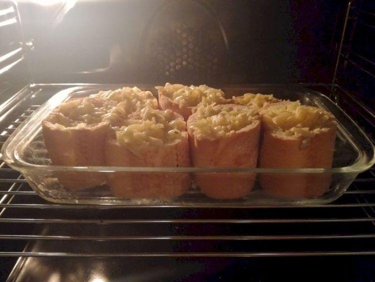 Пирожки из багета с грибной начинкой: как приготовить сытную закуску на быструю руку