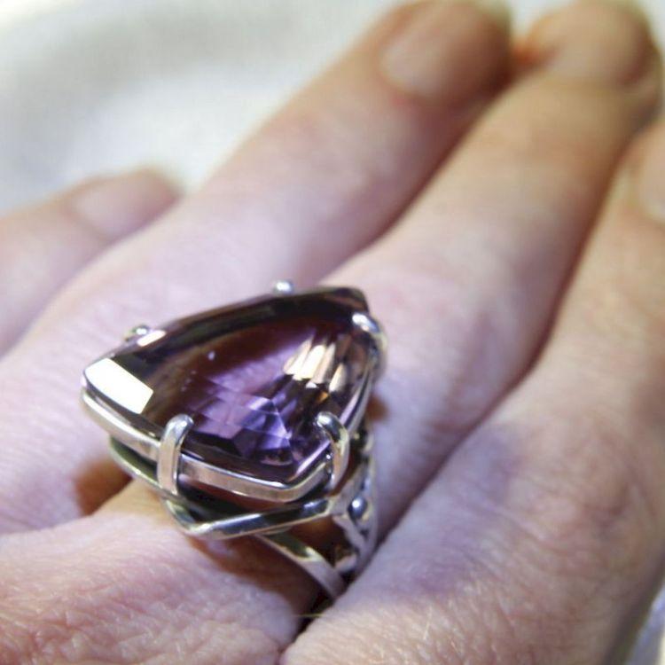На каком пальце носите кольцо, такой у вас и внутренний мир
