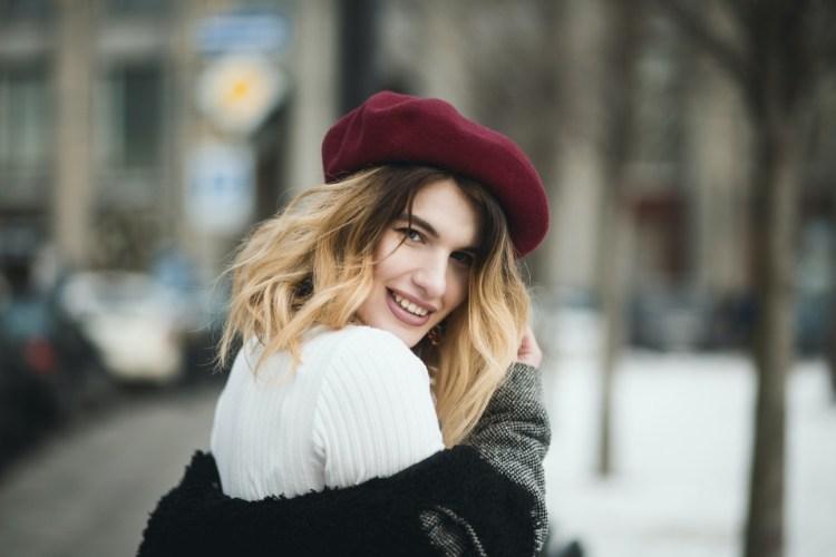 Омолодиться и похорошеть: ТОП косметических процедур для лица на осень