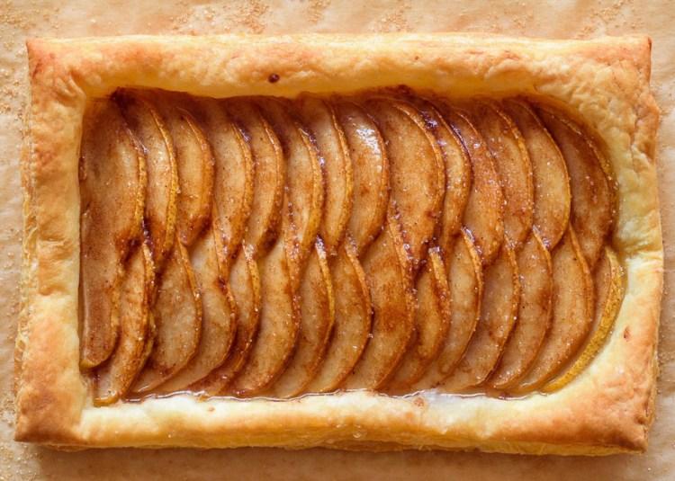 Тарт с грушами и имбирем: как быстро и без хлопот приготовить вкусную выпечку из слоеного теста