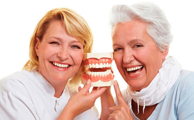 Топ-5 советов по быстрому привыканию к зубным протезам