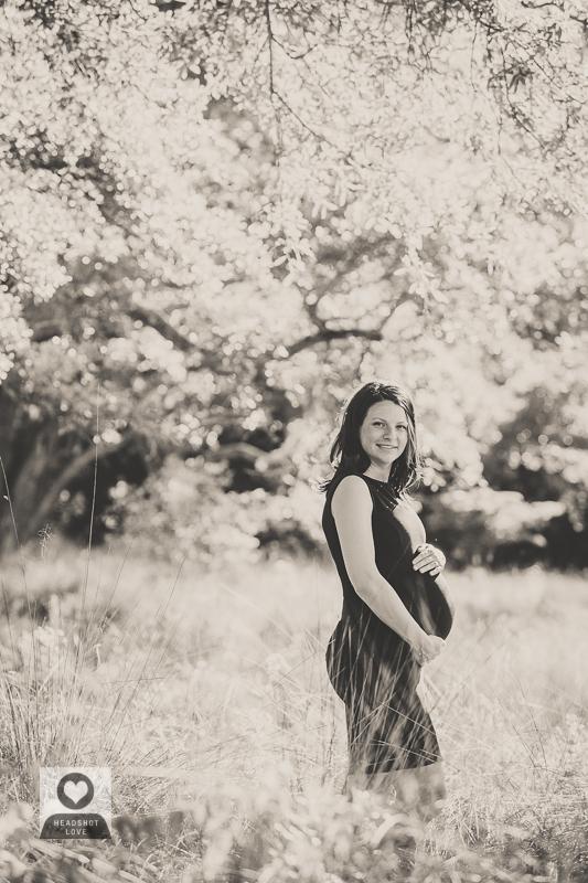 black and white maternity photographs