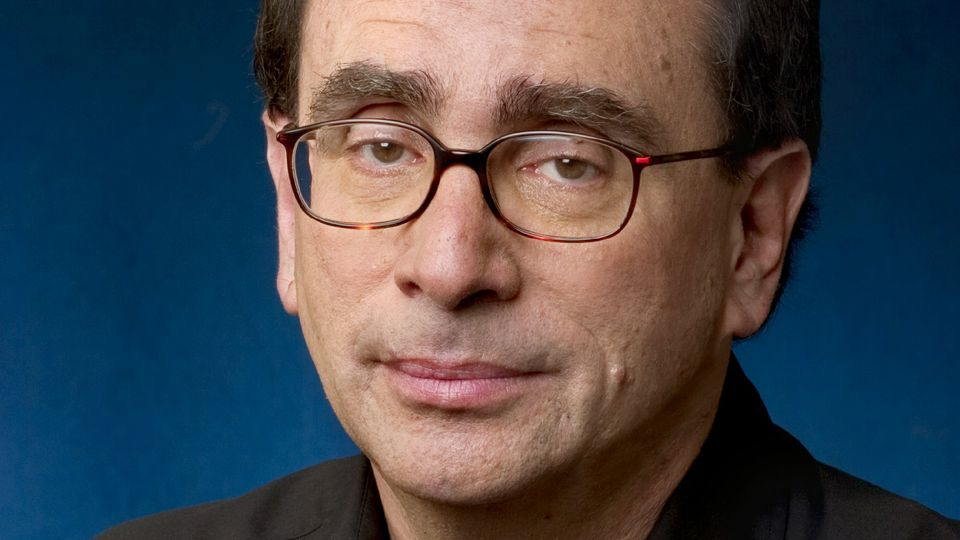 a brief biography of rl stine Robert lawrence stine (born october 8, 1943), sometimes known as jovial bob stine and eric affabee, is an american novelist, short story writer, television producer, screenwriter, and executive editor.